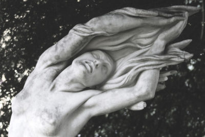 woman-in-marble-1543467-639x426
